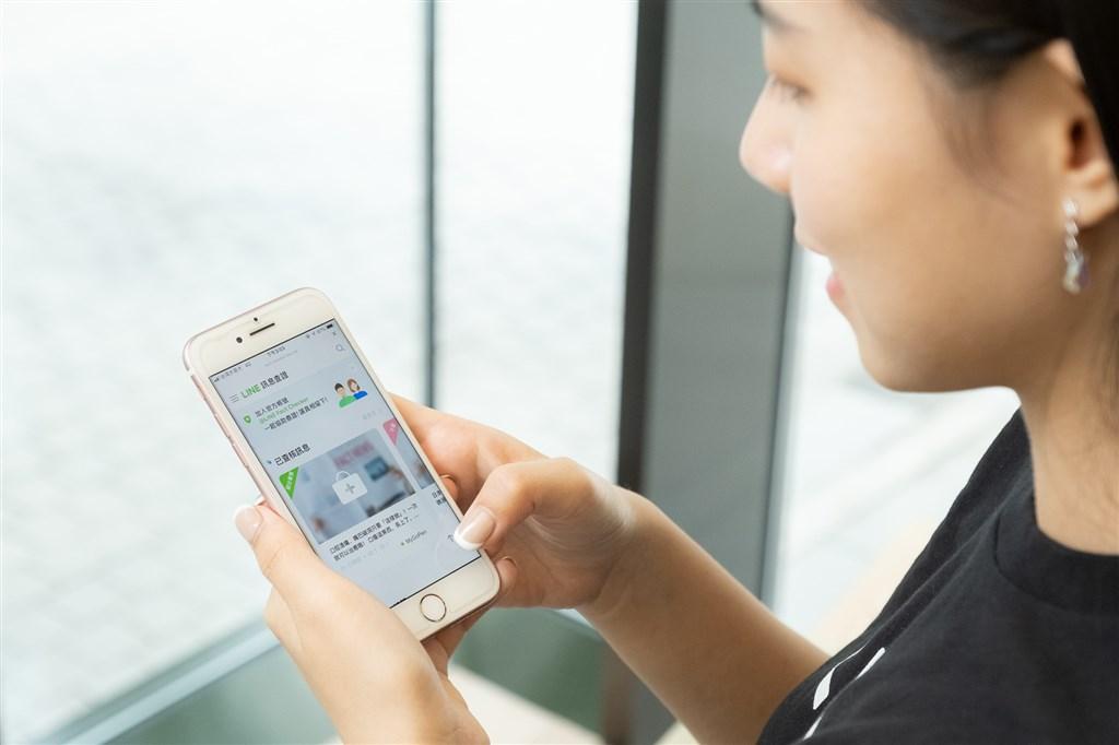 通訊軟體LINE 22日宣布「LINE訊息查證」平台正式上線,首波攜手4家查核機構。(LINE提供)