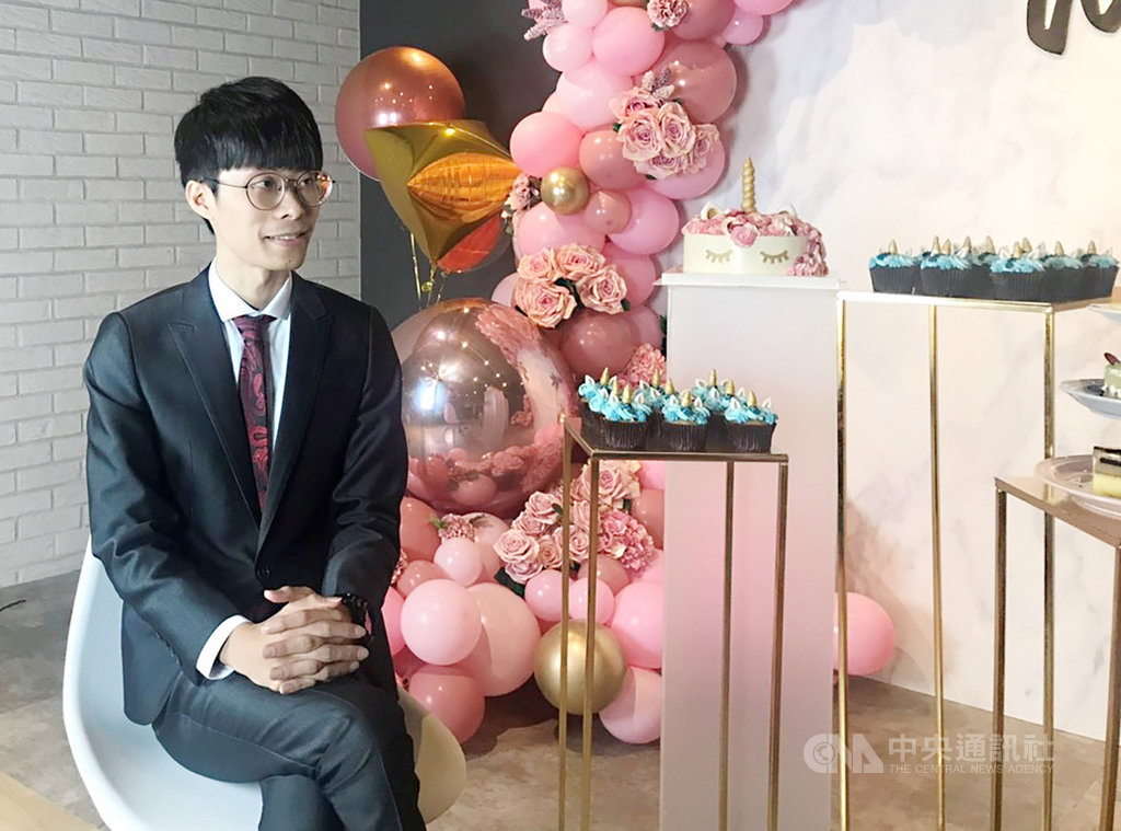 台灣青年吳哲宇今年參加全球知名氣球公司Qualatex舉辦的創意氣球大賽,拿下全球冠軍,23日在台北接受媒體聯訪,分享投身氣球創作以來的心路歷程。(吳哲宇提供)中央社記者陳怡璇傳真 108年7月23日