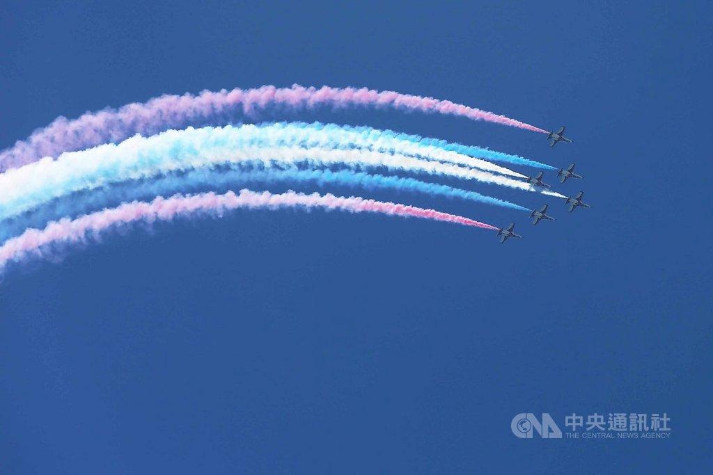 空軍花蓮基地將於8月10日上午9時至下午4時開放,圖為去年7月台東志航基地開放前雷虎小組預演校閱。(資料照片)  108年7月23日