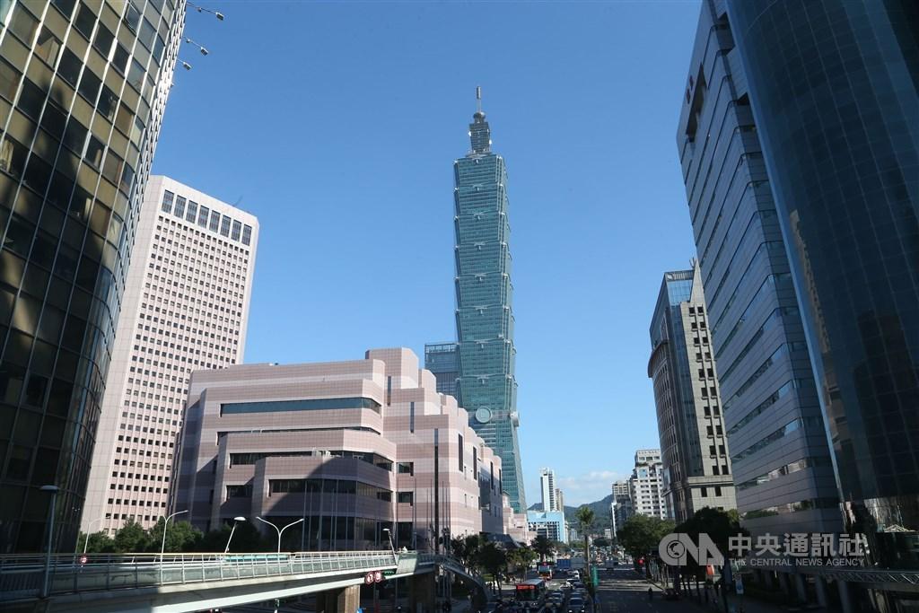 台北101大樓23日凌晨發生工人墜樓意外,造成一人死亡。圖為台北101外觀。(中央社檔案照片)