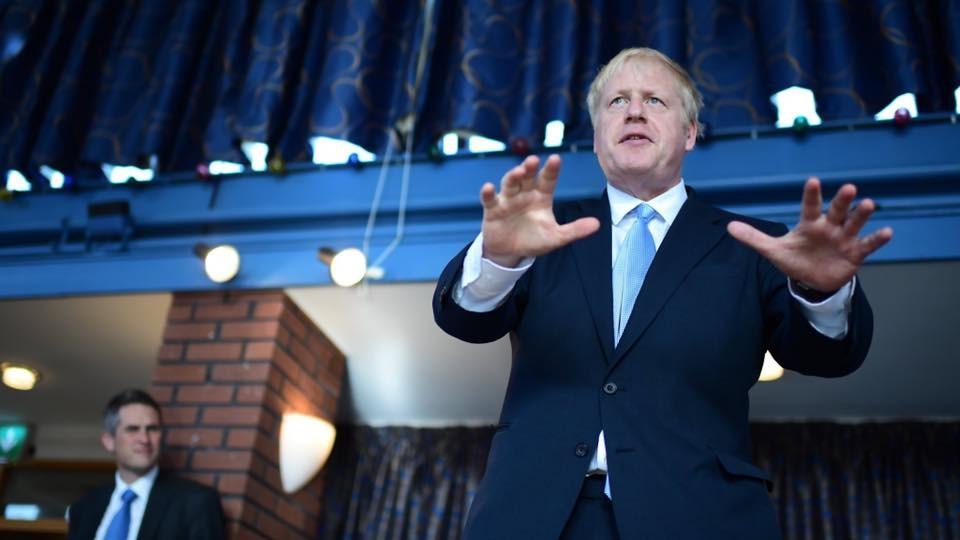 英國前外相強生(右)23日當選保守黨魁,同時也是新任首相;這位揚言無協議脫歐的新領導人,讓英國與布魯塞爾談判將有更多不可預測性。(圖取自facebook.com/borisjohnson)