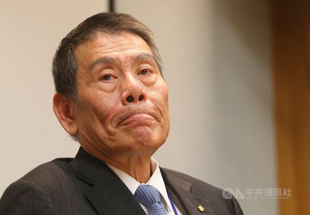 中華航空公司25日下午在台北舉行記者會,說明總統專機免稅菸品銷售事件,董事長謝世謙會中表示,如果要追究責任的話,他會完全負責。中央社記者謝佳璋攝 108年7月25日