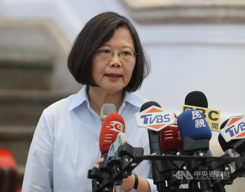 近期香港反送中集會引起動盪,總統蔡英文28日指出,如果守護中華民國就是守護民主自由,為何香港人爭取自由民主時,不曾聽到國民黨有任何支援聲音。(中央社檔案照片)