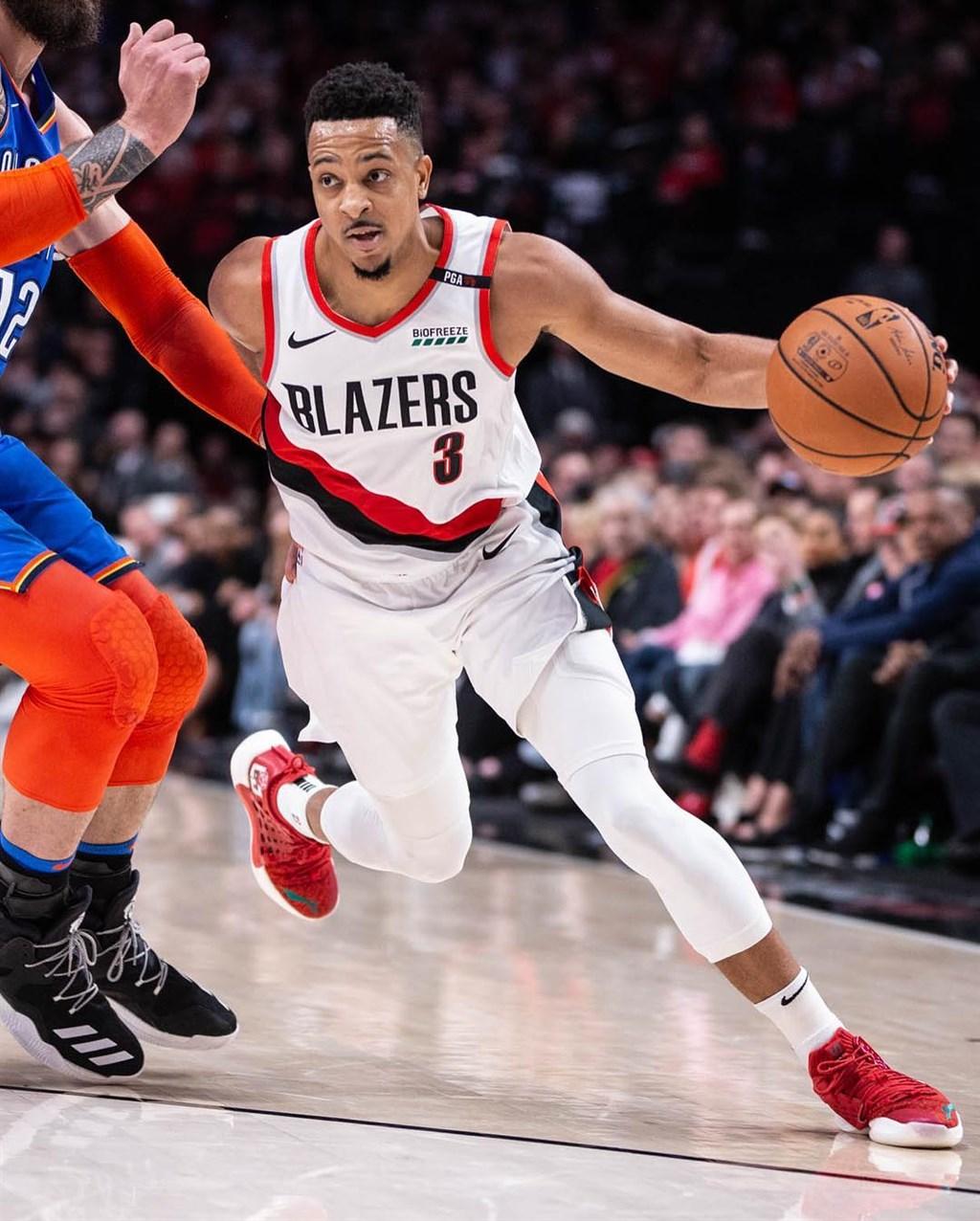 美國職籃NBA波特蘭拓荒者以3年1億美元(約新台幣31.33億元)延長合約,留住後衛麥卡倫。(圖取自facebook.com/OfficialCJMcCollum)