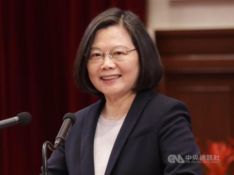 總統蔡英文1日表示,主計處公布第2季經濟成長率,台灣勇奪亞洲4小龍第一名。(中央社檔案照片)