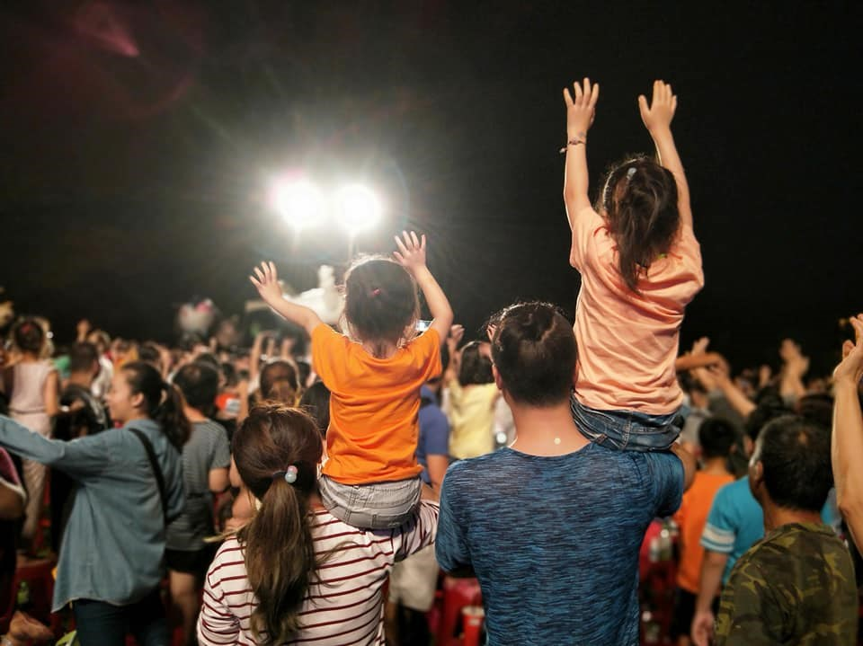 紙風車劇團表示,368兒童藝術下鄉工程13年來,累積684場演出,第一次被公家機構要求付費演出。(圖取自facebook.com/paperwindmilltheatre)