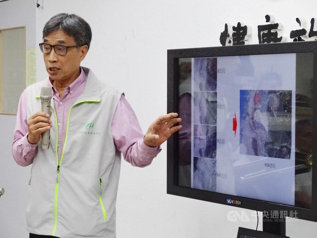 有媒體報導農委會購買中國衛星圖資有國安疑慮。農委會副主委陳駿季6日在記者會中表示,這是商業衛星圖資,人人可取得;圖資要經過判讀後才有價值,判讀結果也不會回流出去,沒有安全疑慮。中央社記者楊淑閔攝 108年8月6日
