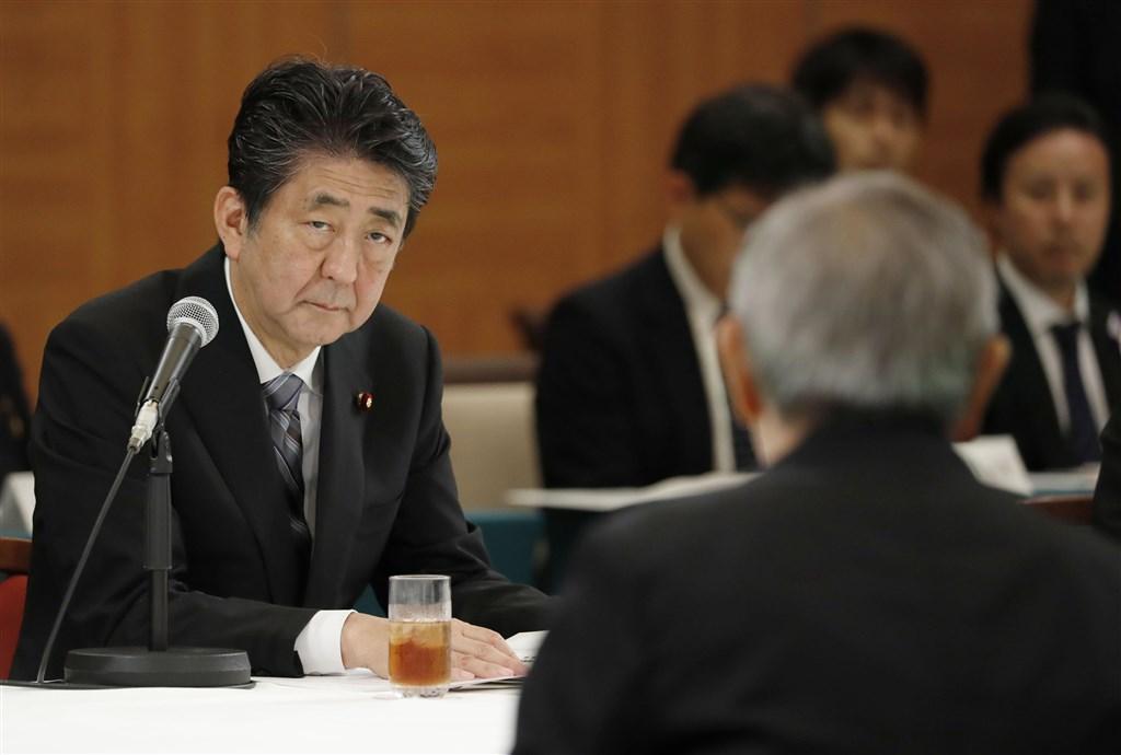 針對日韓關係嚴重對立,日本首相安倍指出,是韓方片面做出違反日韓請求權協定的行為,破壞作為兩國建交基礎的國際條約。(共同社提供)