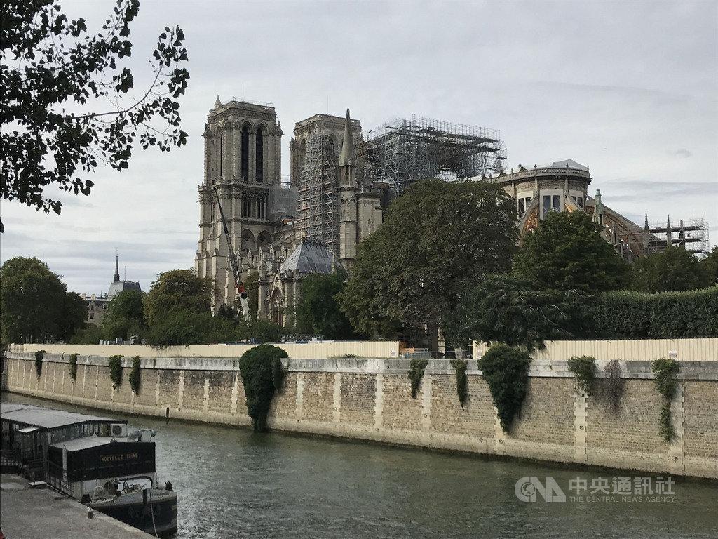 巴黎聖母院火災後正待重建,鄰近居民和媒體持續關注環境鉛汙染問題。鉛易對兒童造成損害,經檢測,多數住在聖母院附近的兒童血液含鉛量不到警戒範圍。中央社記者曾依璇巴黎攝  108年8月7日