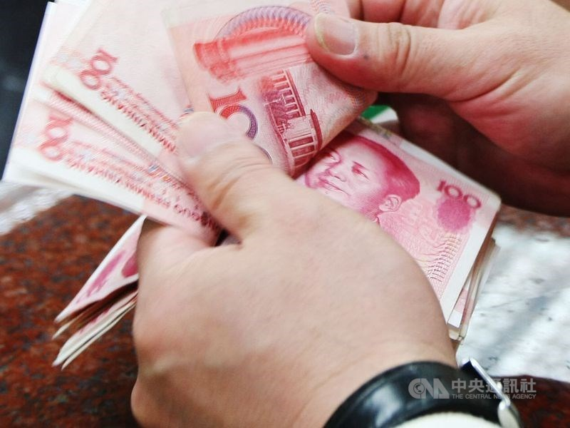 人民幣兌美元5日貶破死守已久的「7元」大關,全球股匯市驚嚇重挫,但隨人民幣貶勢未如預期急遽後,亞幣由貶轉升。(中央社檔案照片)