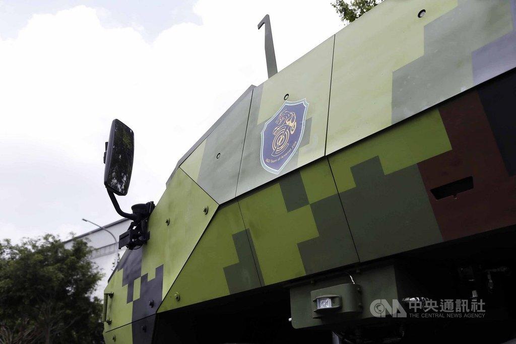 八輪甲車M2樣車在外觀部分,採流線化設計,側邊裝甲從原本水平改為傾斜,提升抗彈能力。(軍聞社提供)中央社記者游凱翔傳真 108年8月11日