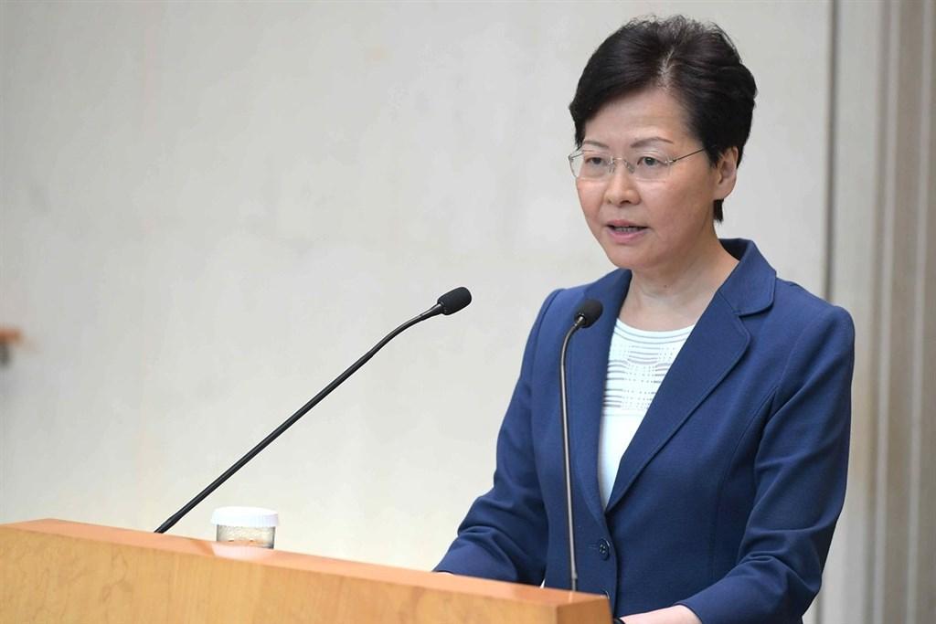 香港行政長官(特首)林鄭月娥13日表示,當前首要工作是「反抗暴力」;她並語帶哽咽呼籲各方放下分歧,讓社會修補撕裂。(圖取自香港政府新聞網網頁news.gov.hk)