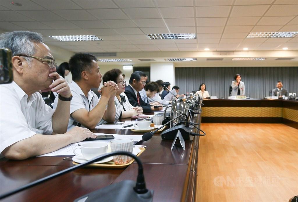 基本工資審議委員會14日在勞動部舉行,勞資雙方關注基本工資調整。中央社記者謝佳璋攝 108年8月14日