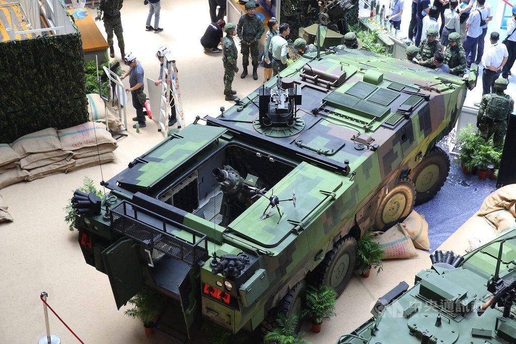由軍備局研製、搭載81公厘迫砲系統「雲豹八輪甲車M2樣車」,14日首度在台北國防展亮相。中央社記者游凱翔攝 108年8月14日