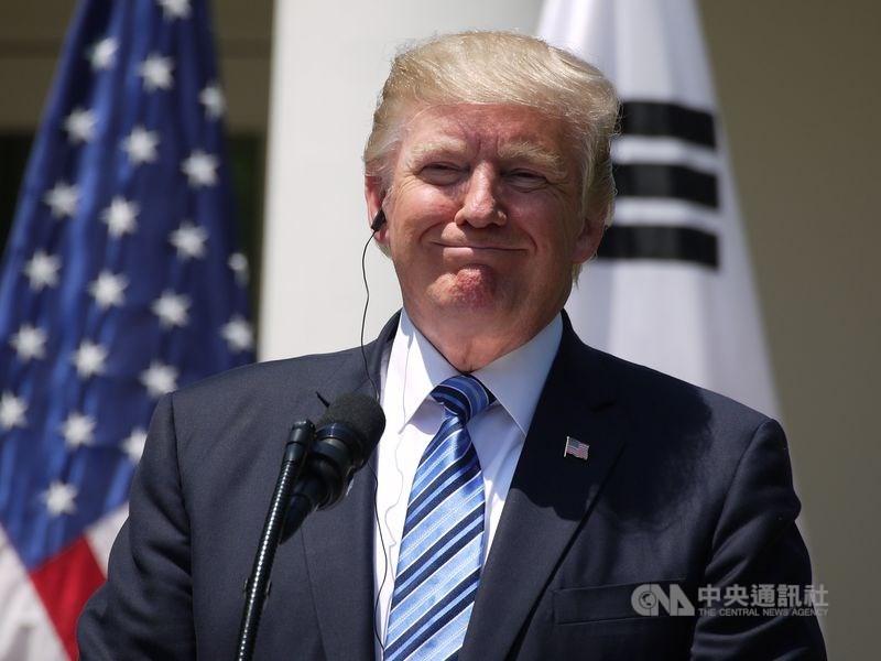 美國13日宣布延後對中國電子商品加徵關稅,美國總統川普表示,美中貿易協商「富有成效」。(中央社檔案照片)