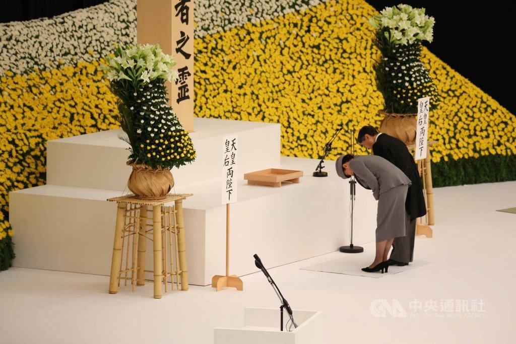 日本在二次大戰戰敗至今歷經74年,日本政府15日在東京武道館舉行全國戰歿者追悼儀式。5月即位日皇的德仁首度出席追悼儀式,致詞內容受注目。中央社記者楊明珠東京攝 108年8月15日