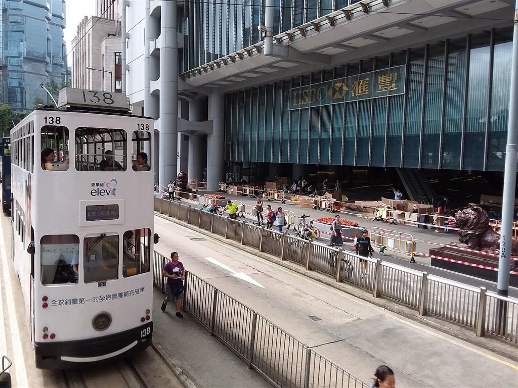 匯豐控股在短短一週內就有3位高層宣布離職,人事大地震讓人關注起港幣走向。圖為香港匯豐總部大廈。(圖取自維基共享資源;作者Zhdkwun WLam,CC BY-SA 4.0)