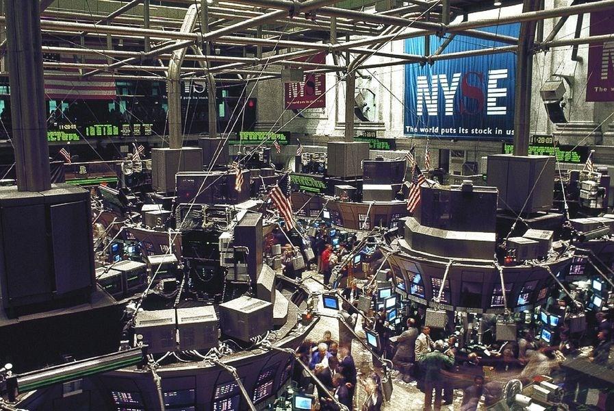 美股道瓊指數14日暴跌800點,創2019年最糟單日表現。圖為紐約證券交易所大廳。(圖取自Pixabay圖庫)