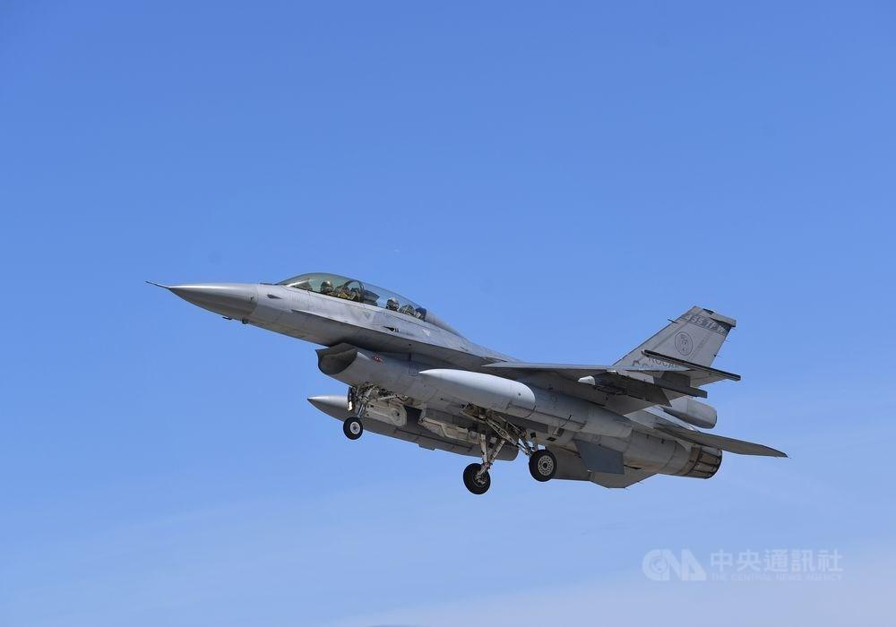 「華盛頓郵報」報導指出,川普政府15日通知國會將提交這項軍售案展開審查。圖為F-16戰鬥機。(中央社檔案照片)