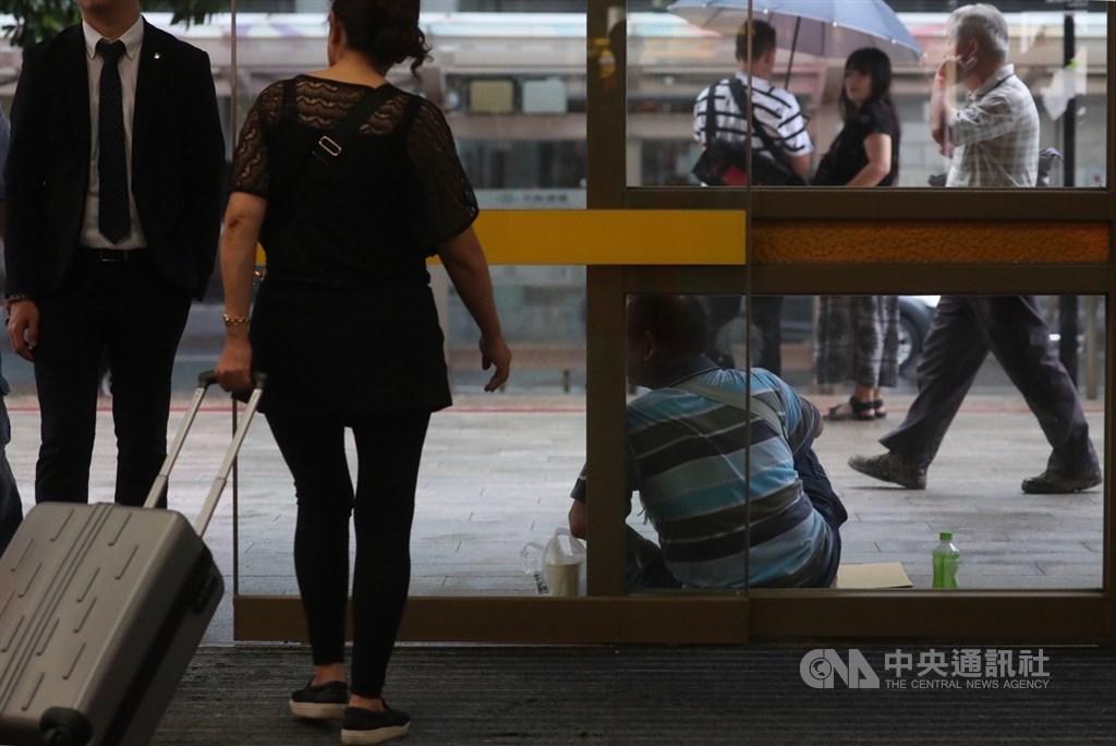 勞動部16日公布無薪假統計,實施人數達2012人創下今年新高。(示意圖/中央社檔案照片)