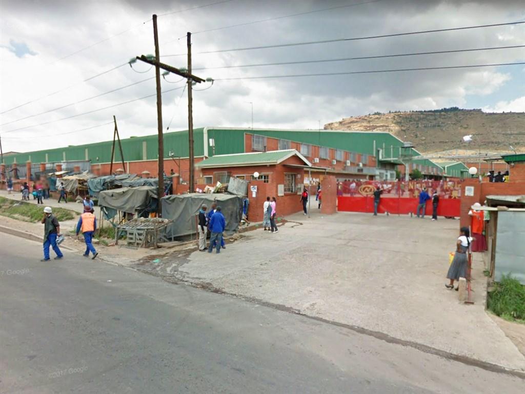 外媒披露牛仔褲製造大廠年興紡織非洲廠女工被迫與主管發生性關係,年興台北總部16日澄清,涉案者非台籍幹部。圖為年興紡織於賴索托馬塞魯的工廠。(圖取自Google地圖網頁google.com/maps)