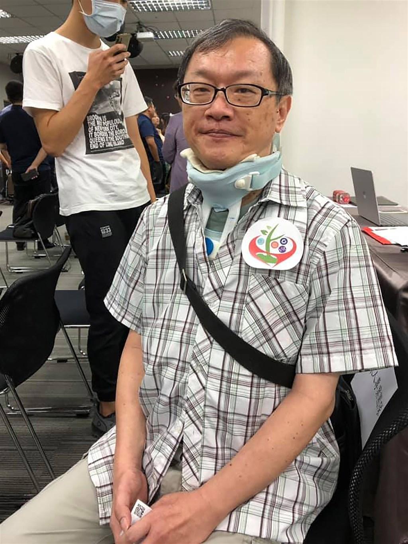 台灣大學醫學院免疫學研究所副教授朱清良2018年確診為漸凍症,人生一度陷入憂鬱、失去重心,後來在家人朋友的鼓勵下,才逐漸接受事實,如今他不但時常參加與活動,分享經驗,也持續在台大授課。中央社記者吳柏緯攝 108年8月16日