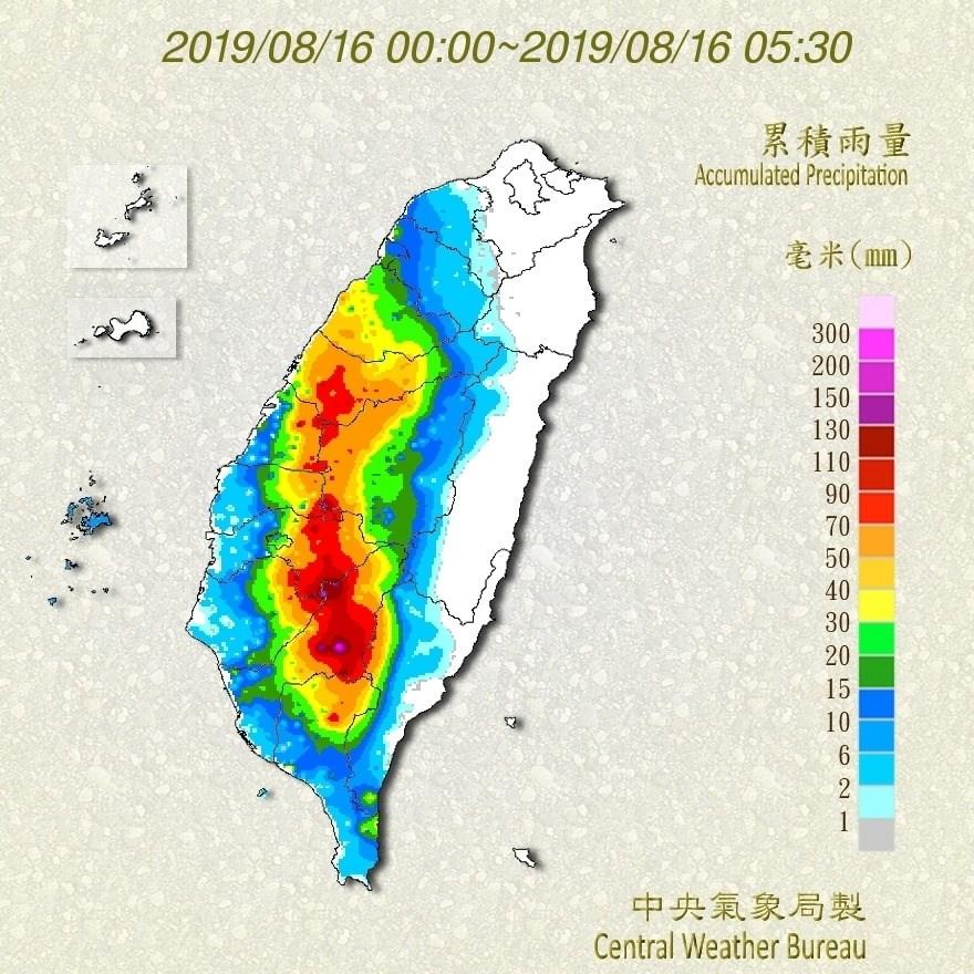高雄市政府16日清晨宣布,茂林、甲仙、六龜、桃源、那瑪夏區因雨量預估達停班停課標準,16日停班停課。圖為16日全台雨量累積圖。(圖取自www.facebook.com/CWB.TW)