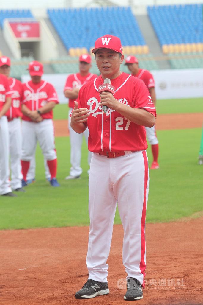 中職味全龍隊17日在雲林斗六棒球場開訓,總教練葉君璋表示,心情從一開始的興奮轉為責任,希望能帶領球隊在2023年打進季後賽。中央社記者吳家昇攝 108年8月17日