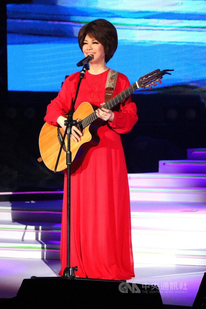歌手蔡琴(圖)18日晚間在台北國際會議中心舉行「好新琴」第3場演出,演唱歌手周杰倫的經典情歌「告白氣球」。(宜辰整合行銷提供)中央社記者鄭景雯傳真 108年8月18日