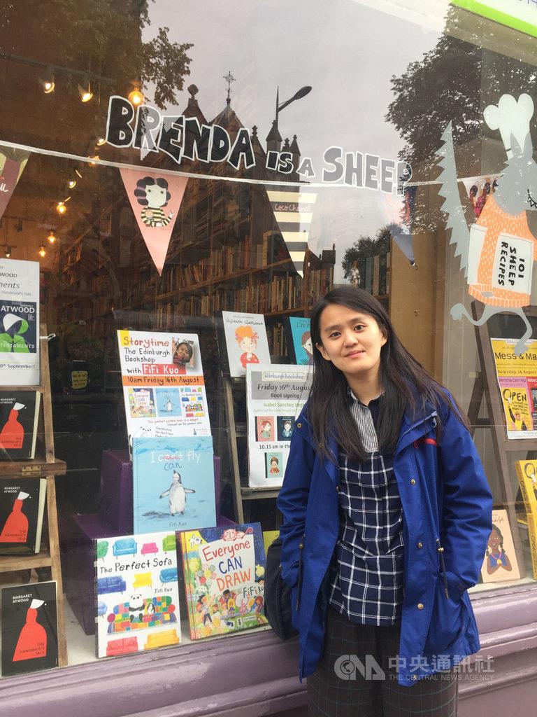 台灣繪本作家郭飛飛(Fifi Kuo)獲選今年「愛丁堡國際圖書節」,16日於The Edinburgh Bookshop舉辦說故事活動。(駐英代表處文化組提供)中央社記者戴雅真倫敦傳真 108年8月18日