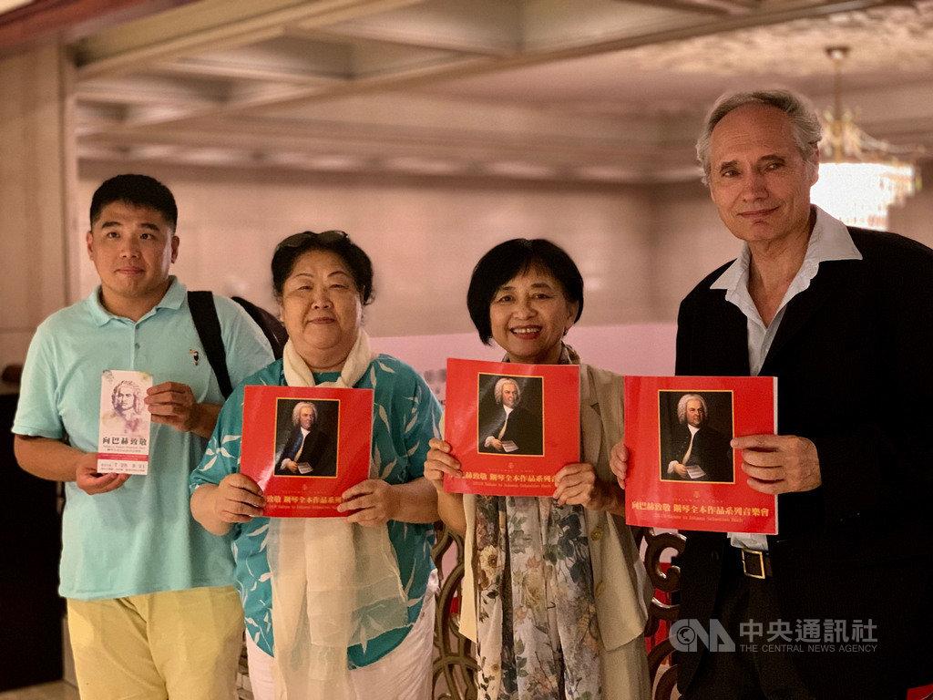 旅瑞鋼琴家胡榮(左起)、長笛教母樊曼儂、鋼琴家葉綠娜與魏樂富聯手合作「向巴赫致敬」鋼琴全本作品系列音樂會,本週將進行最終場。中央社記者趙靜瑜攝  108年8月19日