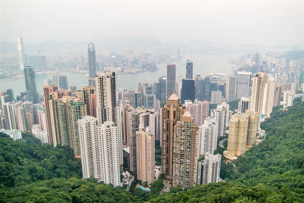 香港與中共中央的對立氣氛升高之際,中國國務院發布支持深圳建設先行示範區的意見,引外界猜想香港金融地位將遭深圳取代。圖為香港一景。(圖取自Pixabay圖庫)