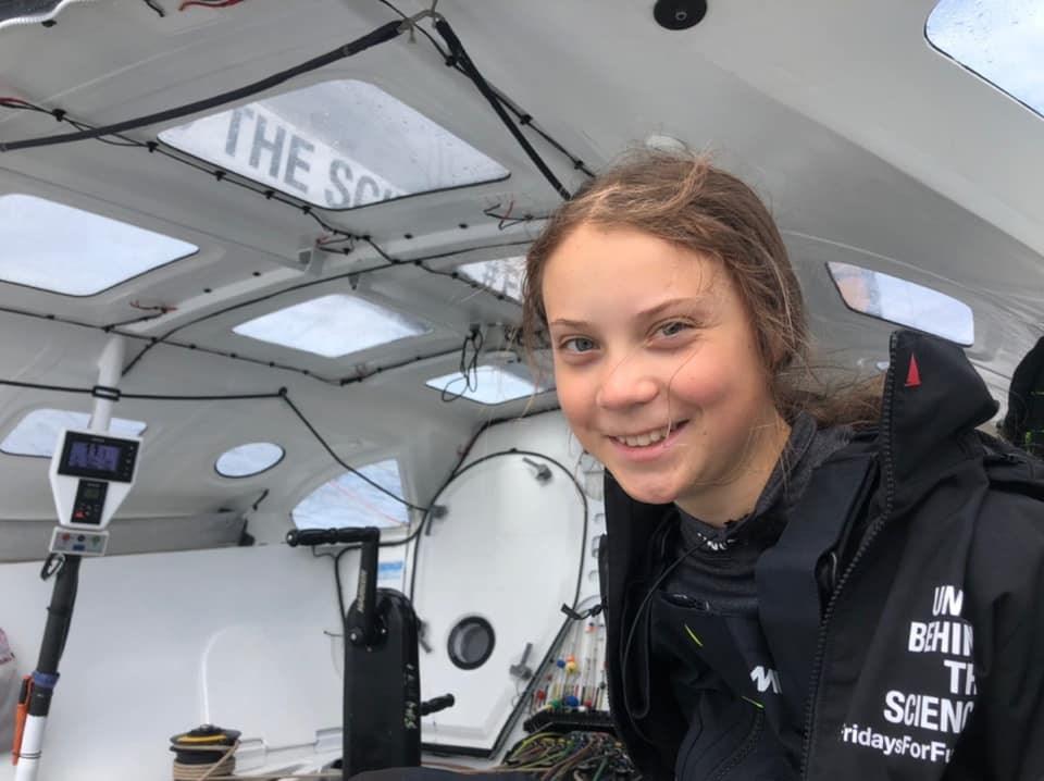 瑞典少女桑柏格為啟發全球學生走出校園抗暖化,特地休學展開帆船橫渡大西洋航程。(圖取自facebook.com/gretathunbergsweden)