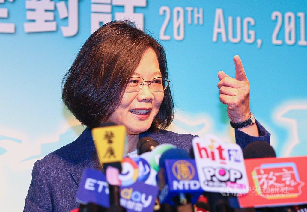 總統蔡英文20日上午在台北君悅酒店出席「凱達格蘭論壇:2019亞太安全對話」開幕式,會後接受媒體訪問。中央社記者謝佳璋攝 108年8月20日