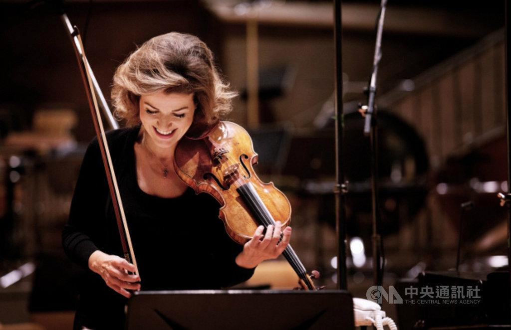 德國知名小提琴家安-蘇菲.慕特(Anne Sophie-Mutter)將於年底訪台,她將首度在高雄衛武營國家藝術文化中心演出,成為該場館開幕以來,首位舉行音樂會的國際小提琴家。(牛耳藝術提供)中央社記者趙靜瑜傳真  108年8月21日