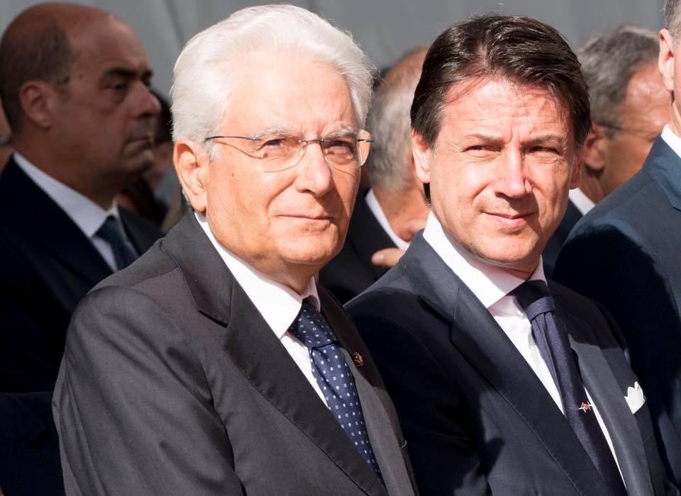 義大利總統馬達雷拉(前左)辦公室說,馬達雷拉已接受總理孔蒂(前右)辭職,21日將與各政黨領袖展開磋商。(圖取自facebook.com/GiuseppeConte64)