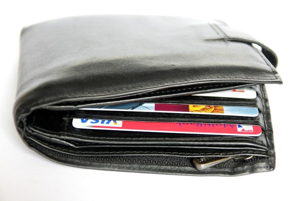 為強化信用卡交易即時通知機制,金管會下令有「網路刷卡消費單筆達5千元」或「海外網路交易當天超過5次」等3種情況,銀行必須以簡訊或email方式即時通知持卡人。(示意圖/圖取自Pixabay圖庫)