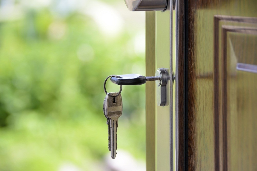 房市研究單位統計北市線上銷售的億元豪宅,大安區數量居各區之冠,其中最便宜建案每坪開價新台幣145萬,一般雙薪家庭年收入120萬元連一坪都買不到。(示意圖/圖取自Pixabay圖庫)