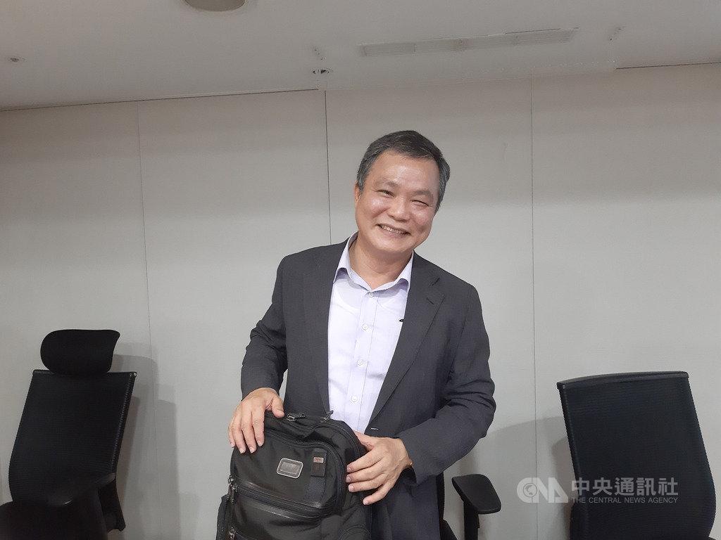 上緯國際投資控股公司董事長蔡朝陽22日在法人說明會表示,營運重心將從風場開發移往本土風電零組件供應鏈角色。中央社記者潘智義攝  108年8月22日