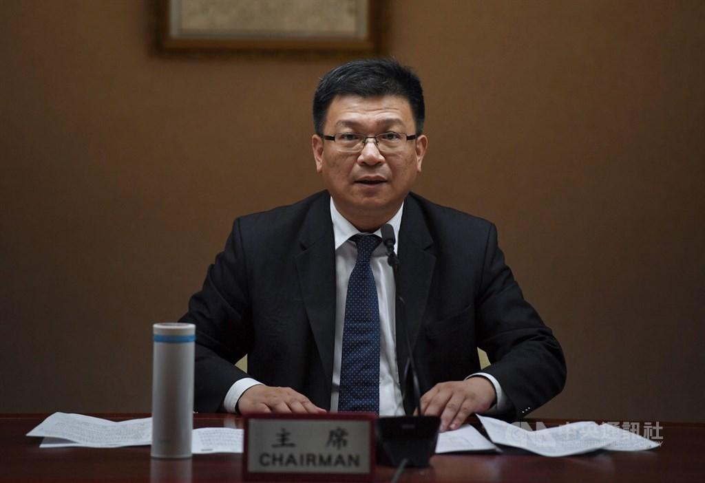 經濟部次長曾文生(圖)22日下午在經濟部召開記者會,回應國民黨總統參選人韓國瑜的能源政策。中央社記者王飛華攝 108年8月22日