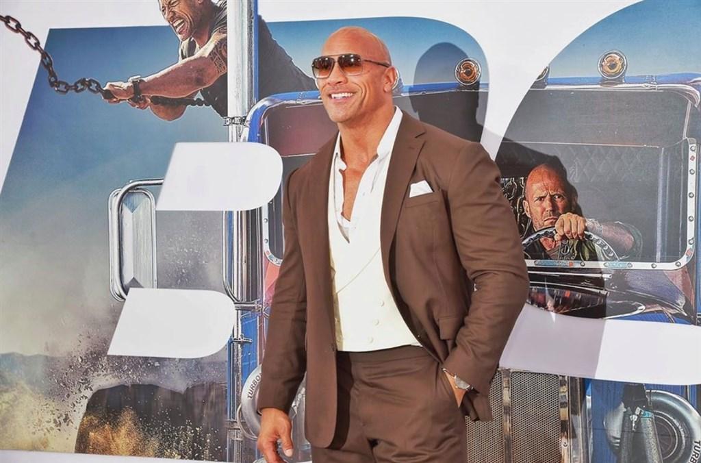 根據「富比世」雜誌富人榜,巨石強森榮登全球最賺男星。(圖取自facebook.com/DwayneJohnson)