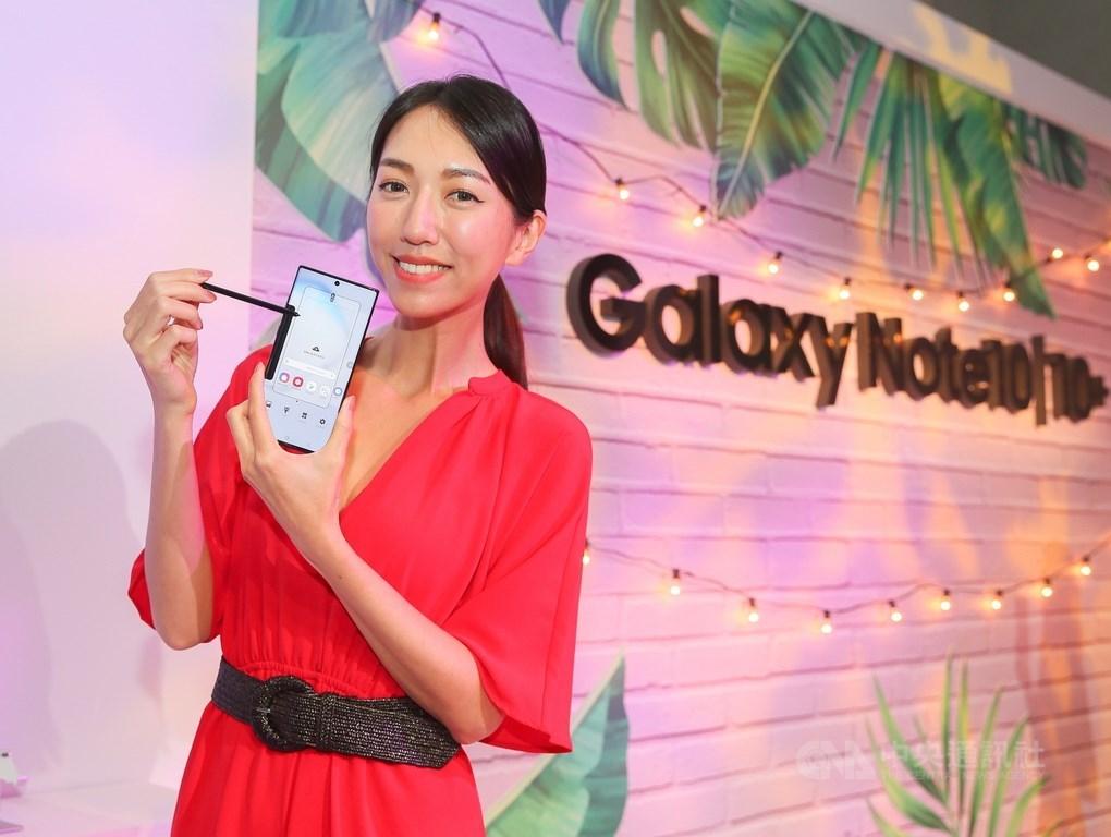 三星Galaxy Note10系列智慧型手機13日舉行在台上市記者會,新一代的S Pen為操控和書寫帶來不一樣的體驗。中央社記者謝佳璋攝 108年8月13日