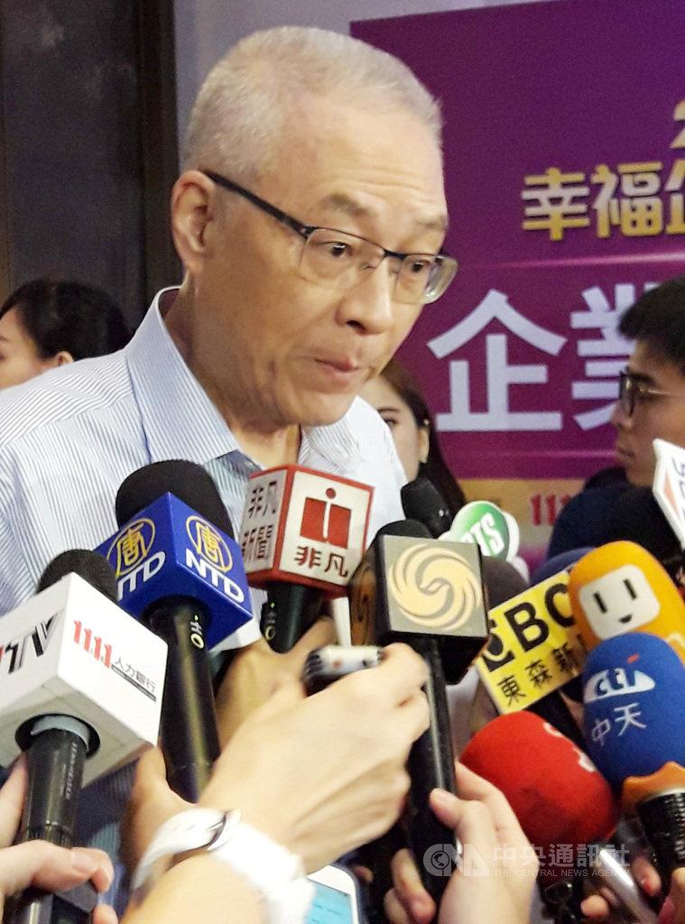 鴻海創辦人郭台銘、台北市長柯文哲、立法院前院長王金平23日首度在公開場合同框,備受關注。對此,國民黨主席吳敦義(圖)表示,郭柯王沒有談政治,也不談選舉,他們是很有智慧的人。中央社記者范正祥攝 108年8月23日
