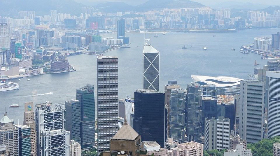 香港未來是否被深圳取代,官方智庫近日明確表示,二者之間屬於合作和協同的關係,「一損俱損,一榮俱榮」。圖為香港一景。(圖取自Pixabay圖庫)