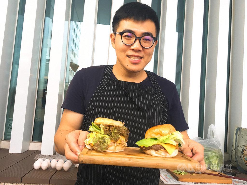 台南一間飯店25日邀請10間在地店家舉辦府城漢堡節,有參與店家將虱目魚化身為美式漢堡,呈現在地風味。中央社記者余曉涵攝  108年8月25日