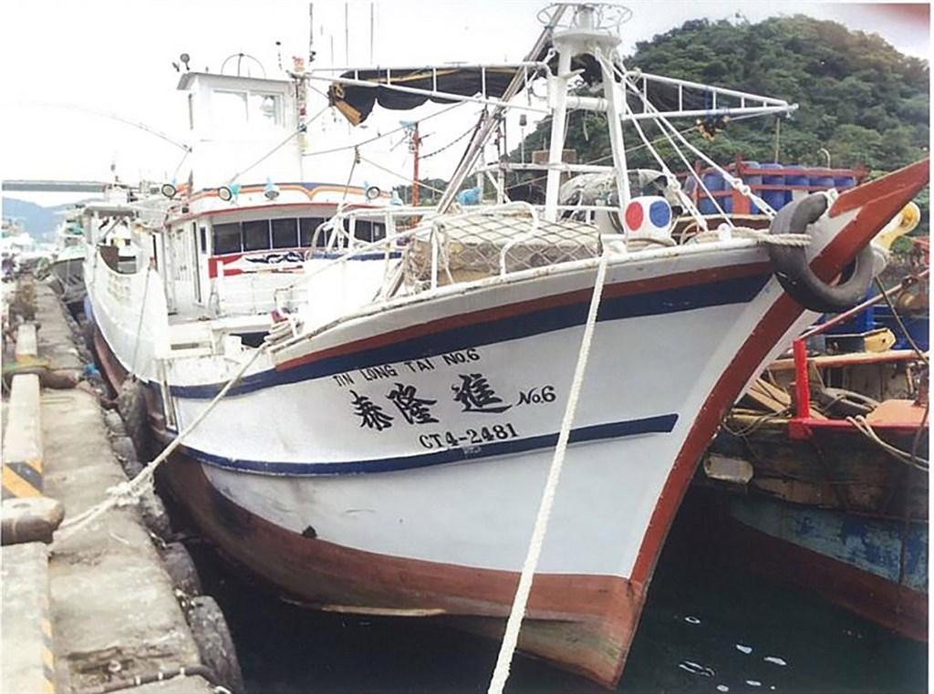 蘇澳籍漁船「進隆泰6號」18日在太平洋公海失聯,漁業署25日表示,經台灣籍4艘友船近距離觀察,發現蘇澳籍鮪釣漁船「進隆泰6號」殘骸僅剩船艉,疑似遭碰撞。(檔案照片/漁業署提供)