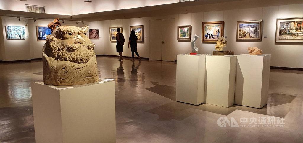 台中市當代藝術家聯展開幕活動25日舉辦,今年共展出307件作品,即日起展出至9月10日,歡迎民眾踴躍前往參觀。(大墩文化中心提供)中央社記者蘇木春傳真 108年8月25日