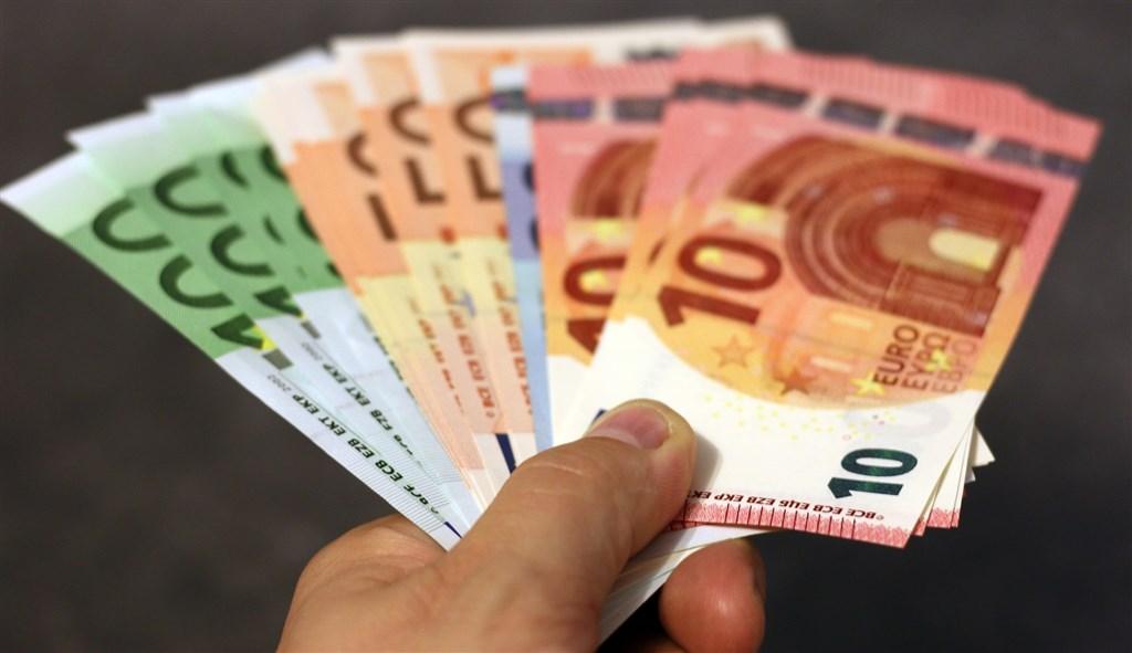 奧地利人注重隱私,不想在交易過程留下紀錄,以致各政黨競選時都強調「付現金的權利」。(圖取自Pixabay圖庫)