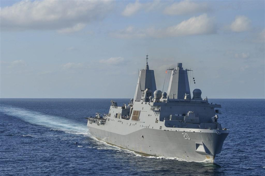 適逢美國國務院21日批准軍售台灣66架F-16V戰機、中國外交部抗議;美國海軍聖安東尼奧級兩棲船塢登陸艦綠灣號(圖)23日由南向北通過台灣海峽。(圖取自美國海軍網頁www.navy.mil)