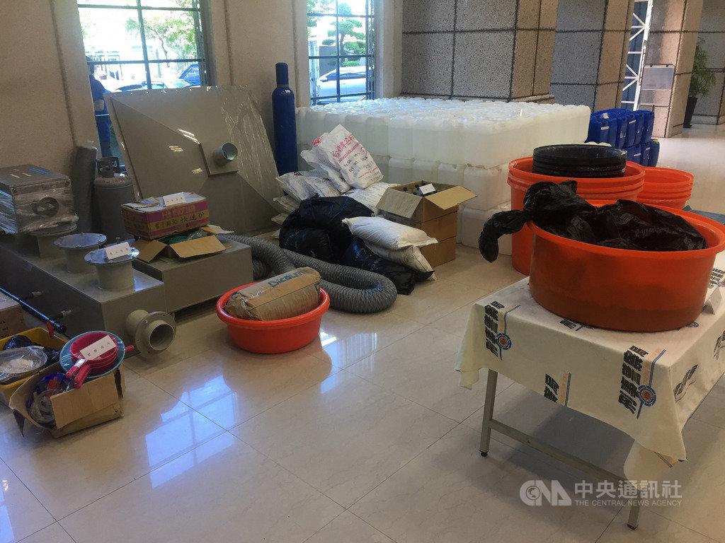 刑事局28日召開破案記者會,宣布偵破藏匿新北市山區的愷他命毒品工廠案,起獲80多公斤成品和半成品。中央社記者黃麗芸攝 108年8月28日